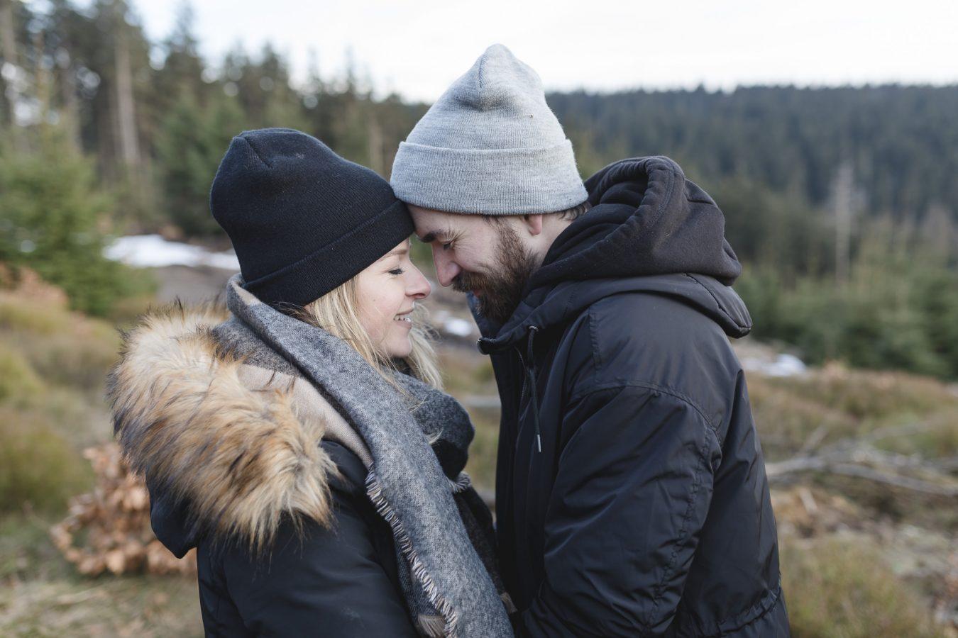 Paarshooting Hamburg - Paar steckt die Köpfe zusammen