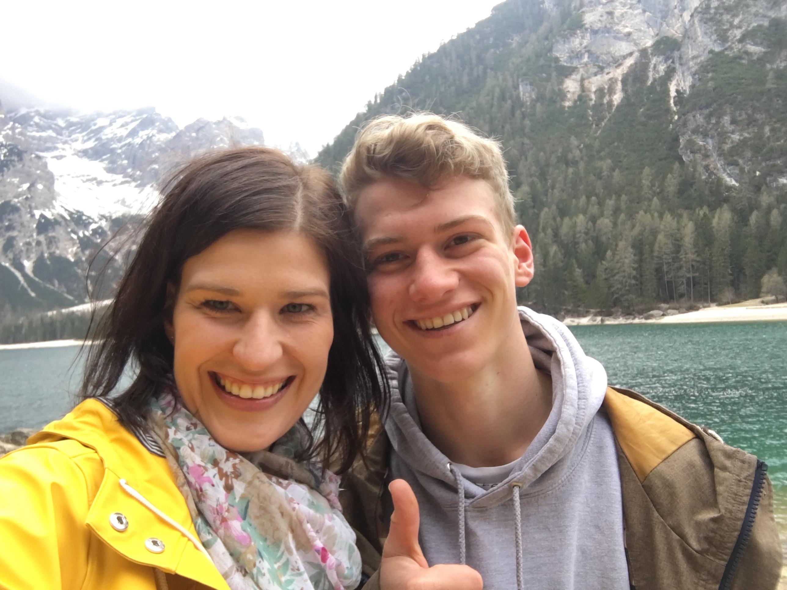 Emi und ich beim Imagevideodreh am See