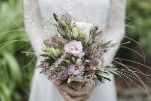 Brautstrauss Und Blumendekoration Am Hochzeitstag