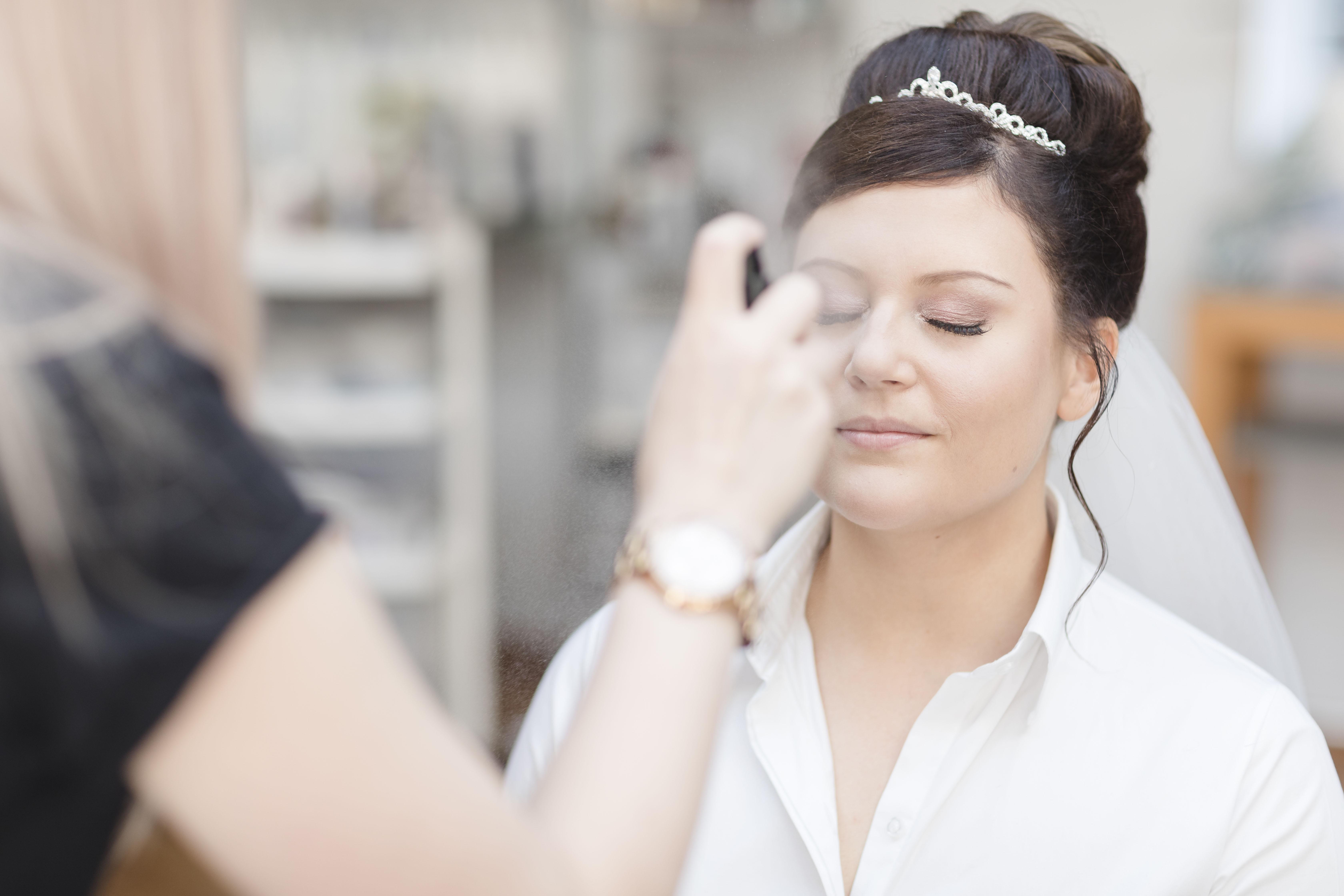 Hochzeitsfotograf Hamburg - Braut beim Getting Ready