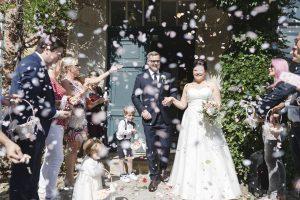 Hochzeitsfotograf Hamburg - Brautpaar kommt aus Standesamt