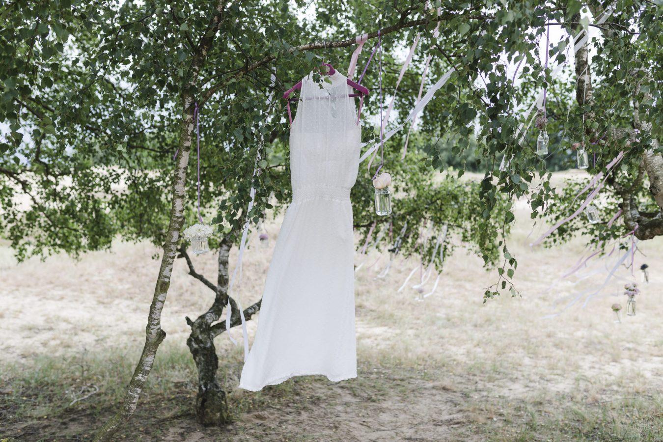 Brautkleid weht im Wind