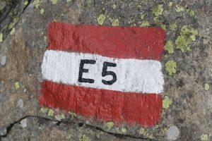 Wandern auf dem E5 - der Weg ist überall markiert