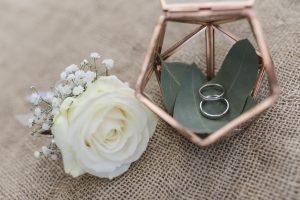 Hochzeitsfotografie Cuxhaven - die Trauringe in einer schönen Schatulle