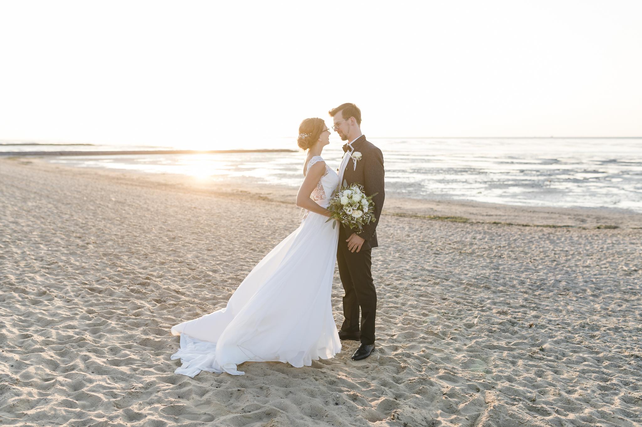 Hochzeitsfotografie Cuxhaven - Brautpaarportraits am Strand