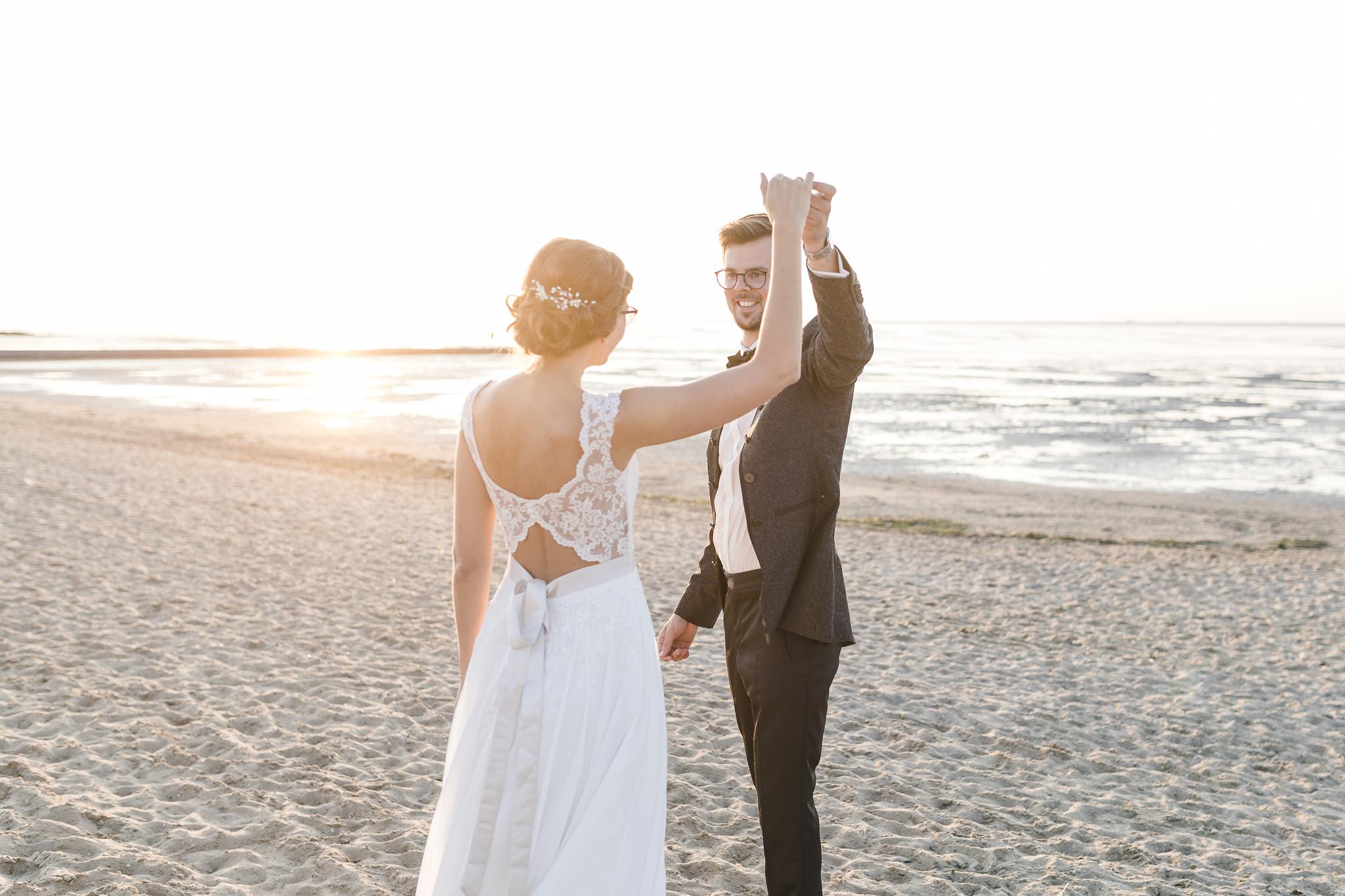 Hochzeitsfotograf Cuxhaven - Paarshooting am Hochzeitstag am Strand