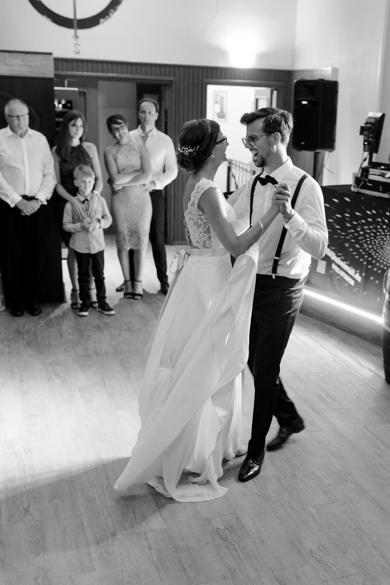 Hohzeitsfotograf Cuxhaven - der Eröffnungstanz beendet die Hochzeitsreportage