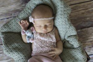 Babyfotografie Hamburg - die kleine Mila verschläft den Tag