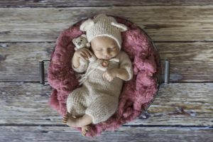 die kleine Mila verschläft ihr Babyfotoshooting