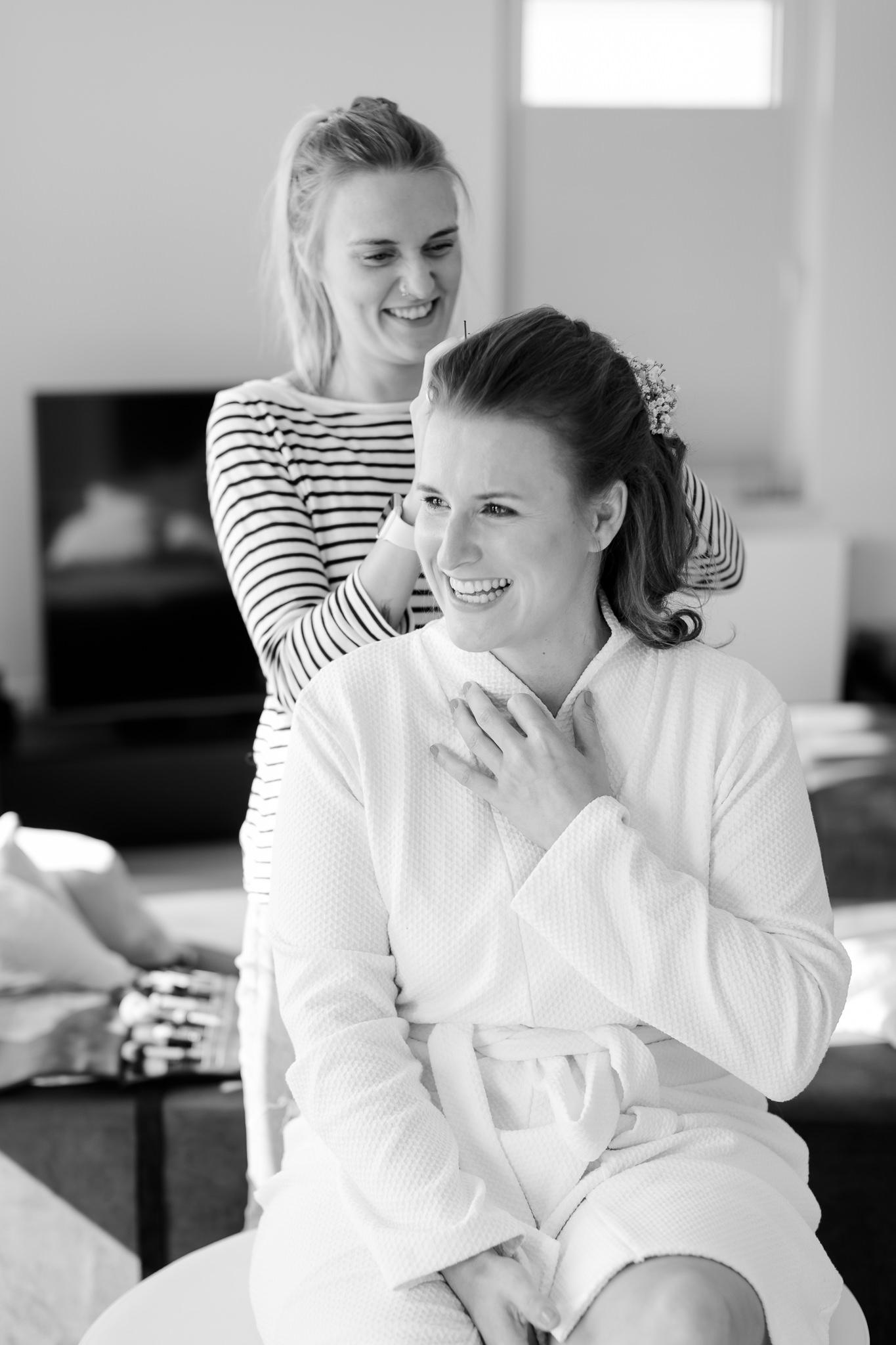 Getting Ready der Braut - die Vorfreude steht ihr ins Gesicht geschrieben