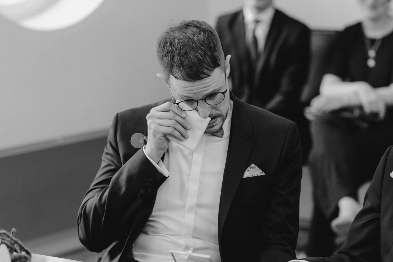 beim Bräutigam fließen Tränen