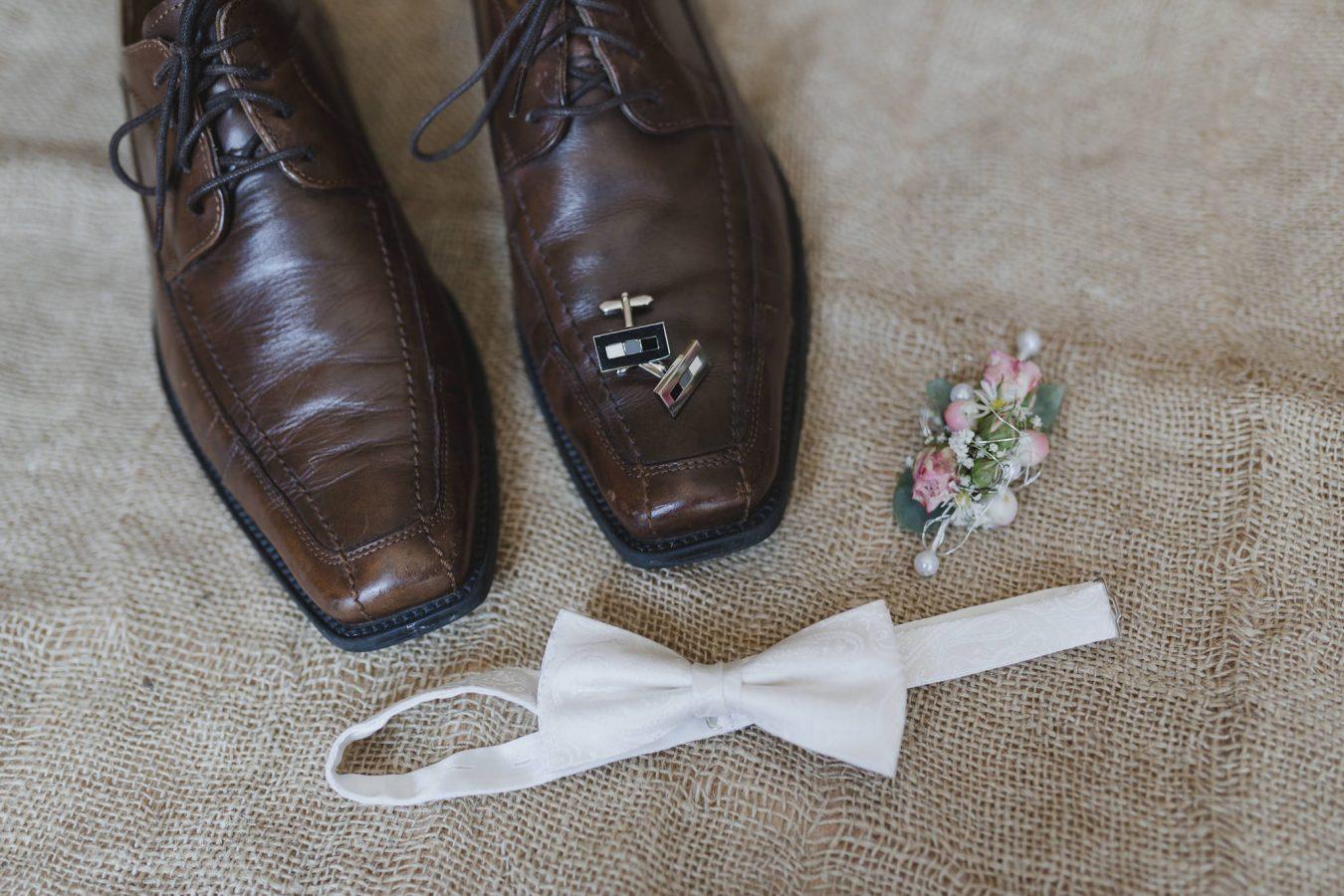 Schuhe und Accessoires des Bräutigams
