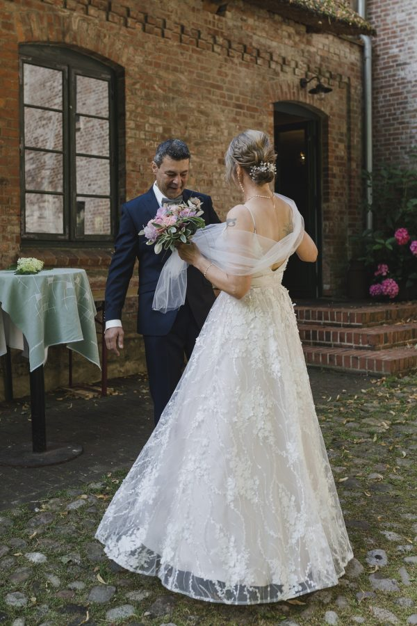 First Look - das Brautpaar sieht sich zum ersten Mal